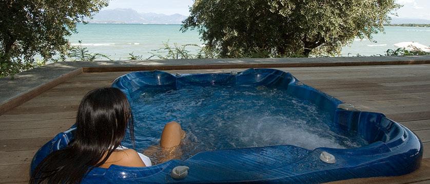Hotel Acquaviva, Desenzano, Lake Garda, Italy - Outdoor jacuzzi.jpg